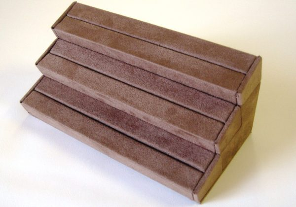 Stepped ring display pad